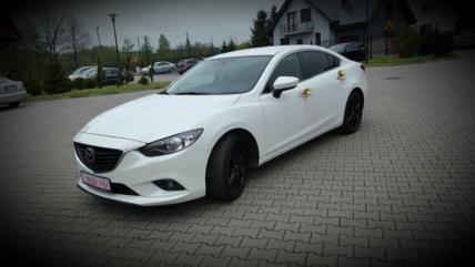 auto do ślubu Mazda 6 biała perła