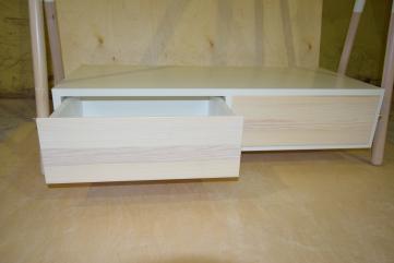 Wieszak drewniany z szafką,jesion biel.,mosiądz,FR